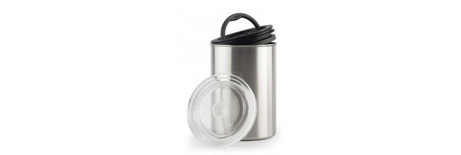 Vakuové dózy pro skladování potravin. Ideální pro otevřenou kávu.